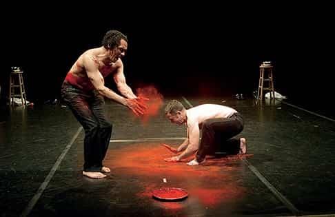 Спектакль «Десять» театра Хетайна Пателя. фото: Julie Perry