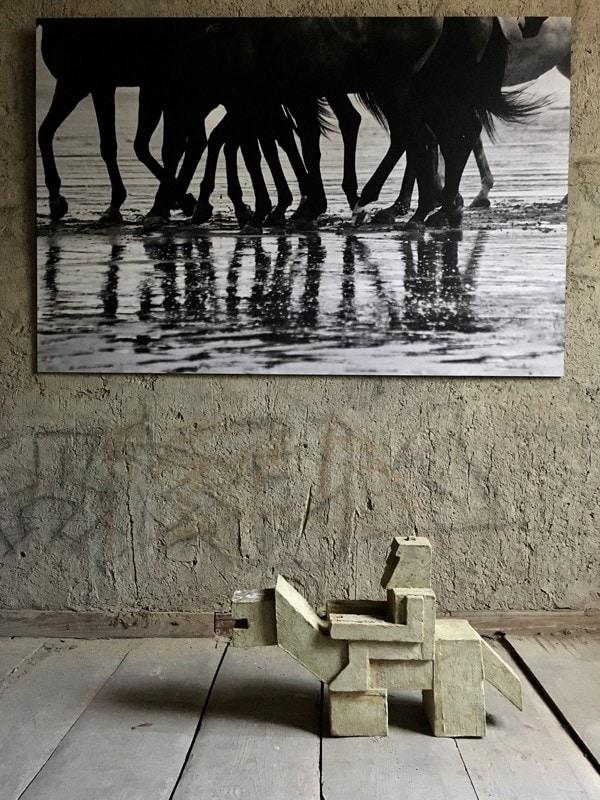 лимитированная серия «Normandie» — 15 экземляров.  скульптура «Всадник», автор Гия Миминошвили